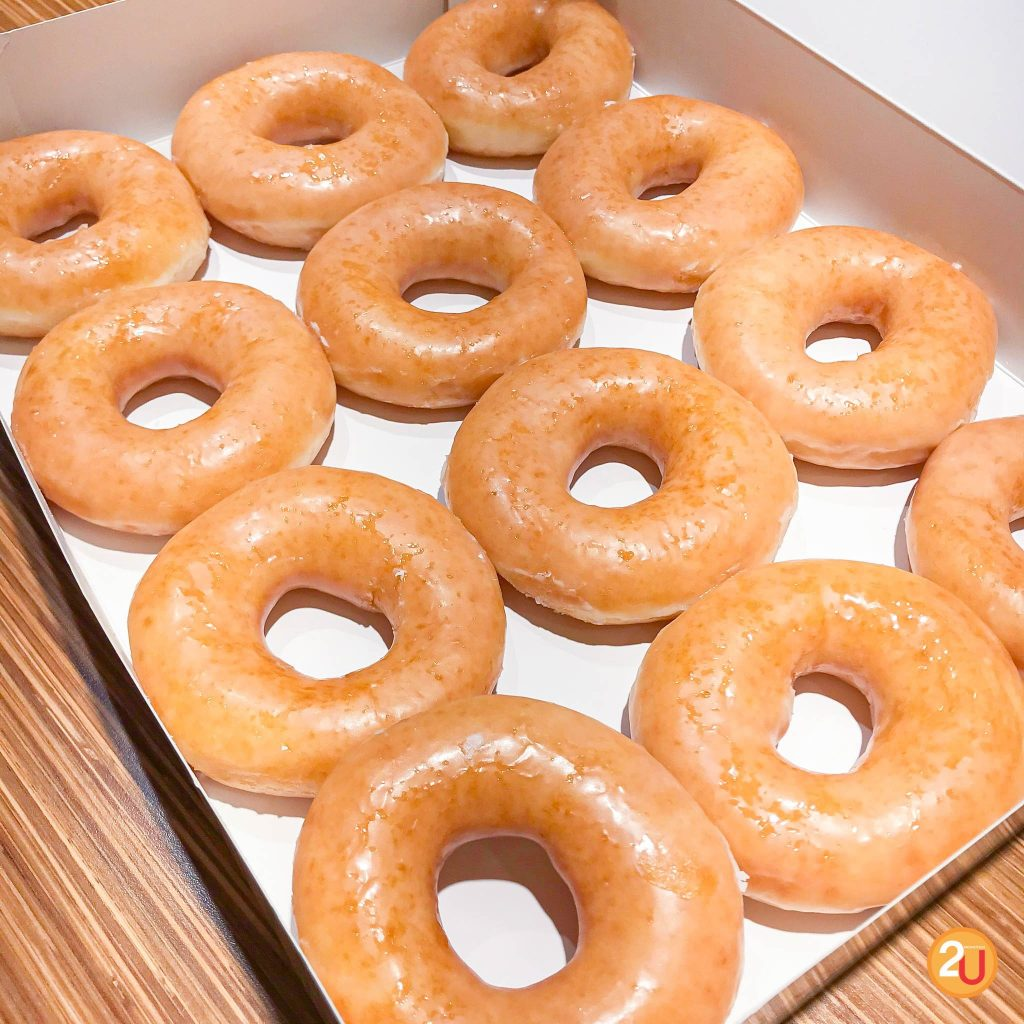 โปร ฯ ดี ๆ จาก Krispy Kreme ทุกวันจันทร์ซื้อ 1 แถม 1 ไปเลยค่า แต่ดีลดี ๆ แบบนี้คุณลูกเพจต้องไปซื้อที่สาขาเซ็นทรัลเวิลด์เท่านั้นนะคะ